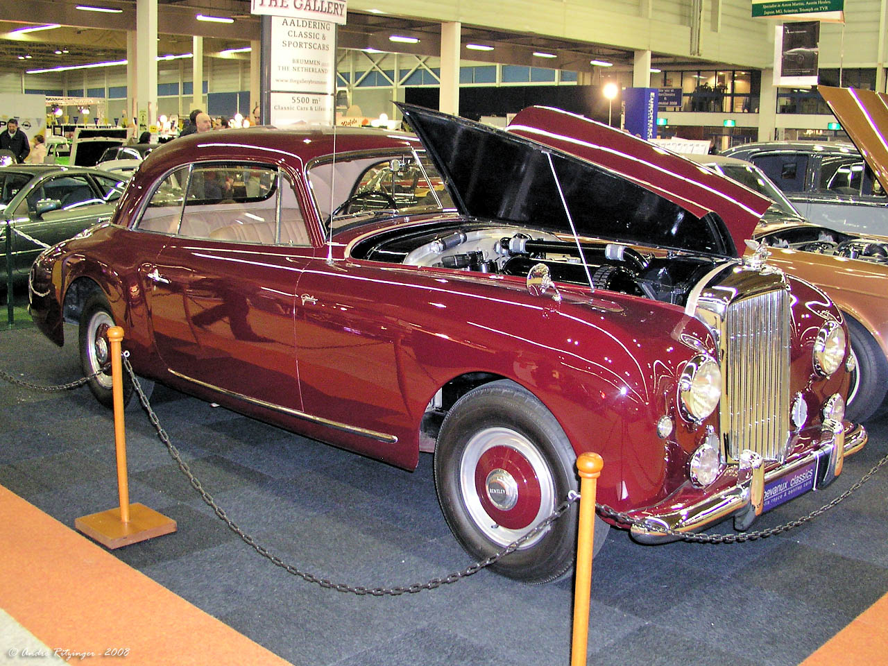 Bentley Mk VI coupe by Graber 1951 f3q.jpg