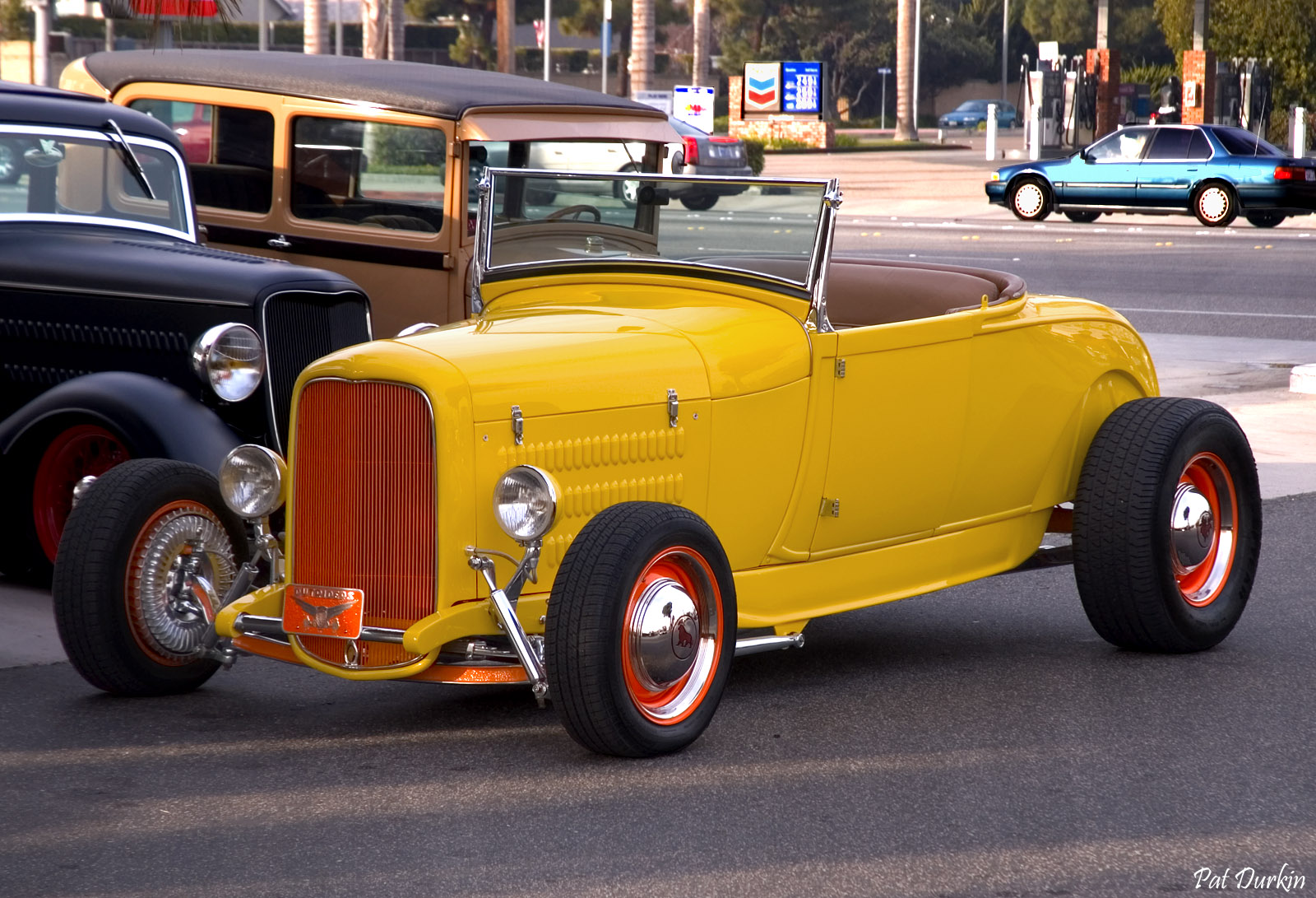 1929 Ford HiBoy Roadster with '32 grill, yellow - fvl.jpg