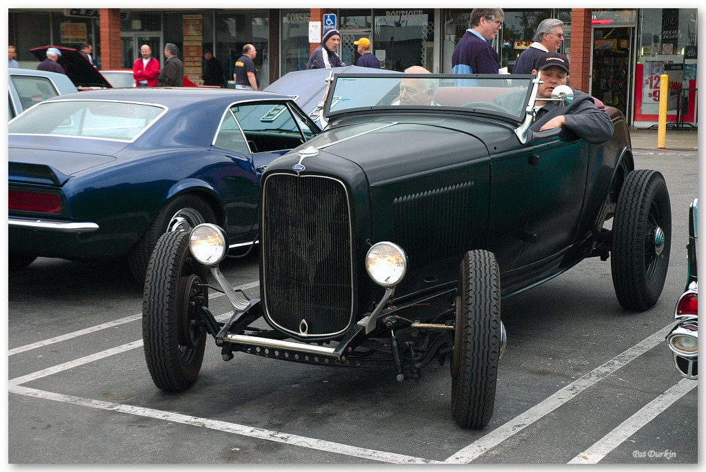 1932 Ford fenderless roadster - primered - fvl.jpg